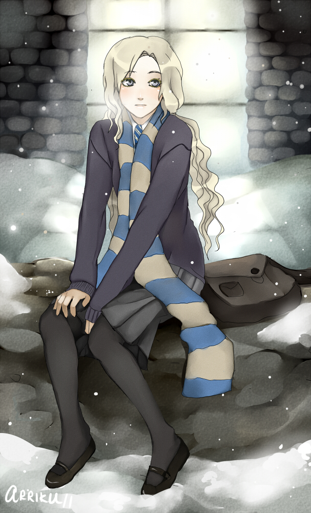 Tags: Anime, arriku, Harry Potter, Luna Lovegood, Sitting On Rock, Stone Wall, Gray Skirt, V-neck, Gray Legwear, Mobile Wallpaper, Ravenclaw House