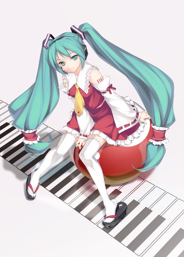 Tags: Anime, Rokuwata Tomoe, VOCALOID, Hatsune Miku, Hakurei Reimu (Cosplay), Yin Yang (Symbol), Touhou (Cosplay), Piano Keys, Fanart, Mobile Wallpaper