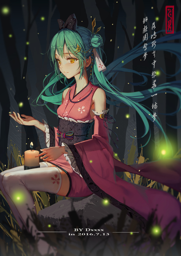 Tags: Anime, Xiao D, VOCALOID, Hatsune Miku, Pink Armwear, Fireflies, Sitting On Rock, Chinese Text, Fanart From Pixiv, Fanart, Pixiv, Mobile Wallpaper