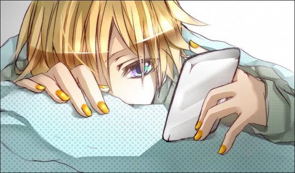 Tags: Anime, Sakaegutikunn, VOCALOID, Kagamine Len, Phone, Covered Mouth, Cellphone