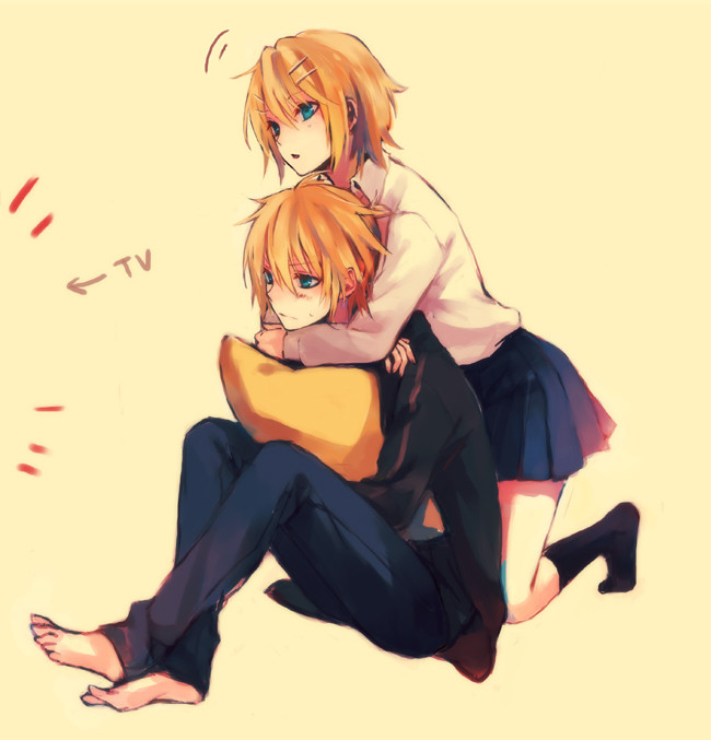 Tags: Anime, Mg (Pixiv4935063), VOCALOID, Kagamine Len, Kagamine Rin, Pillow, Yellow Background